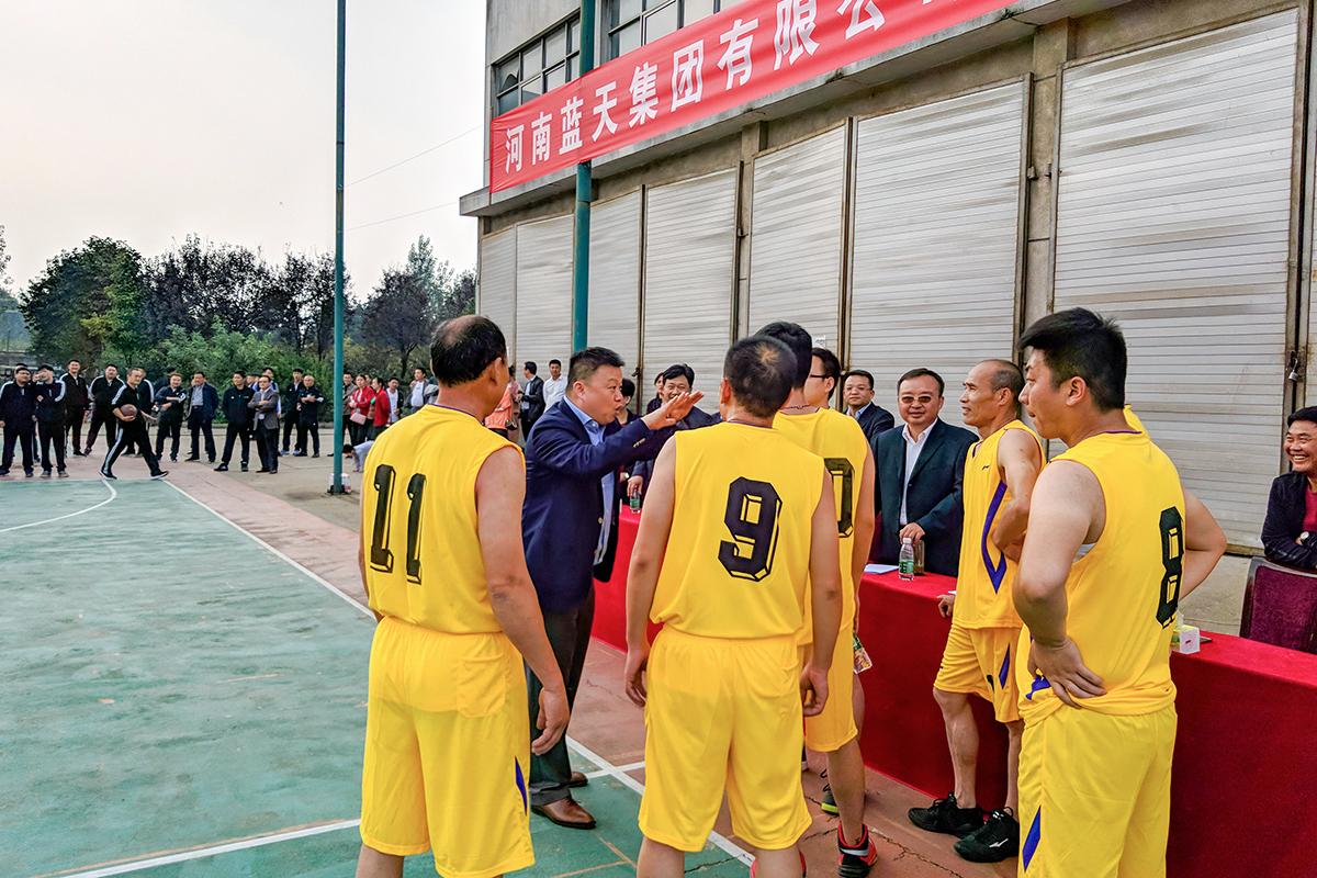 篮球比赛_董事长亲自指导技战术.JPG